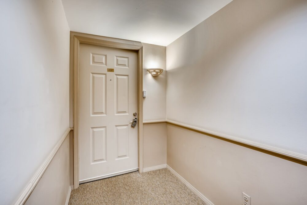007 Interior Front Entry 1591807252370