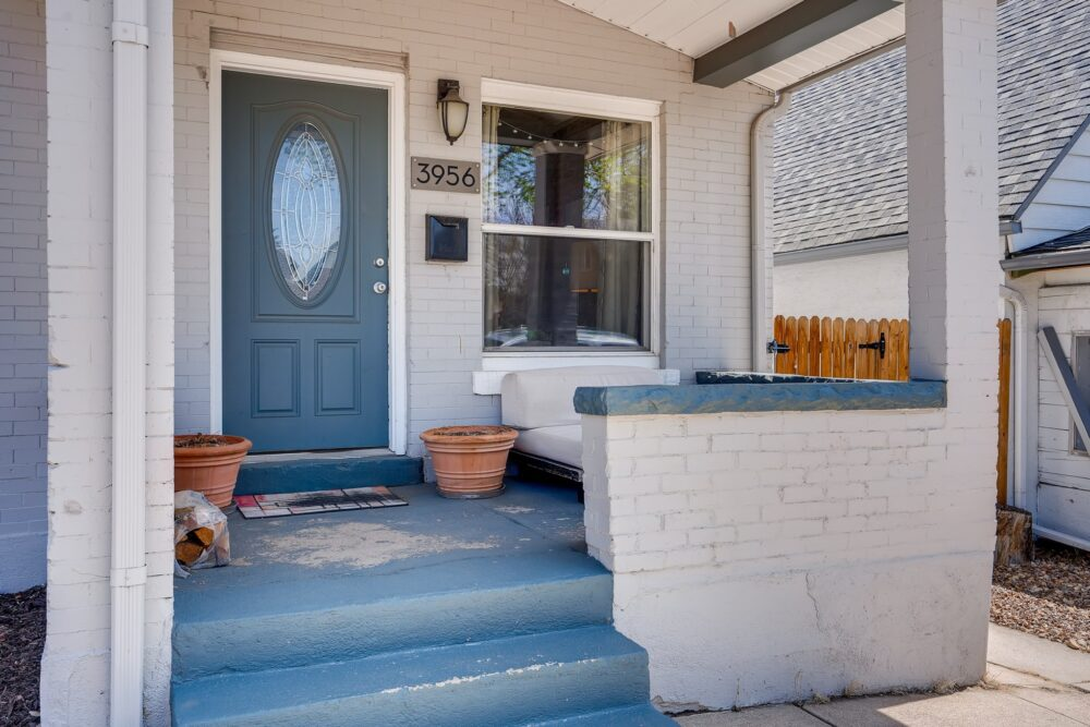 03 Exterior Front Entry 1588872065820