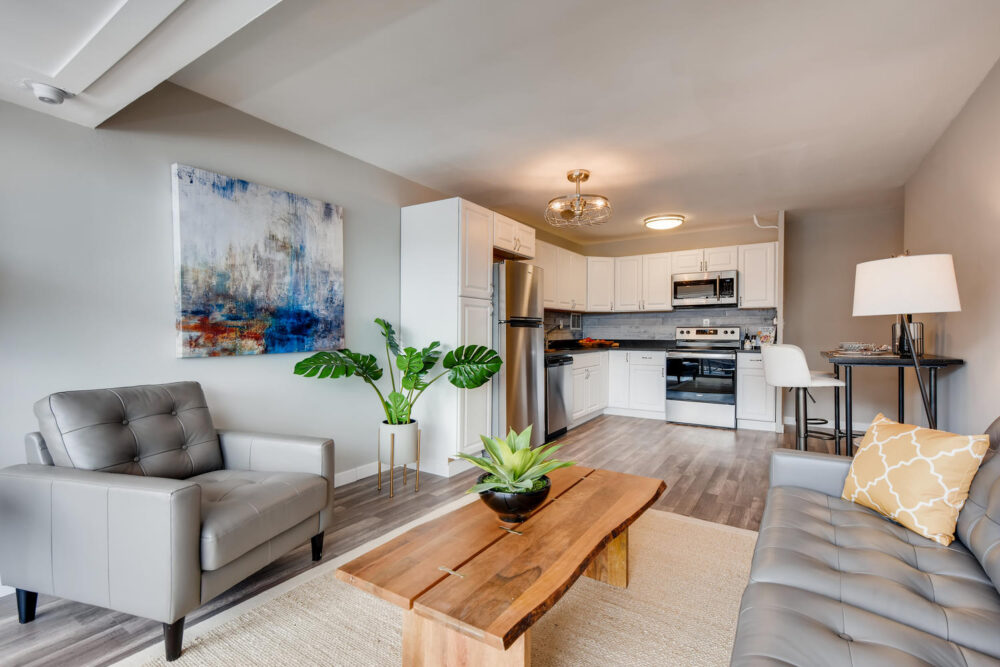 1121 Albion St 504-large-003-011-Living Room-1500×1000-72dpi