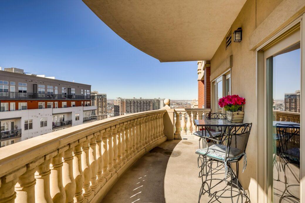 31 Balcony