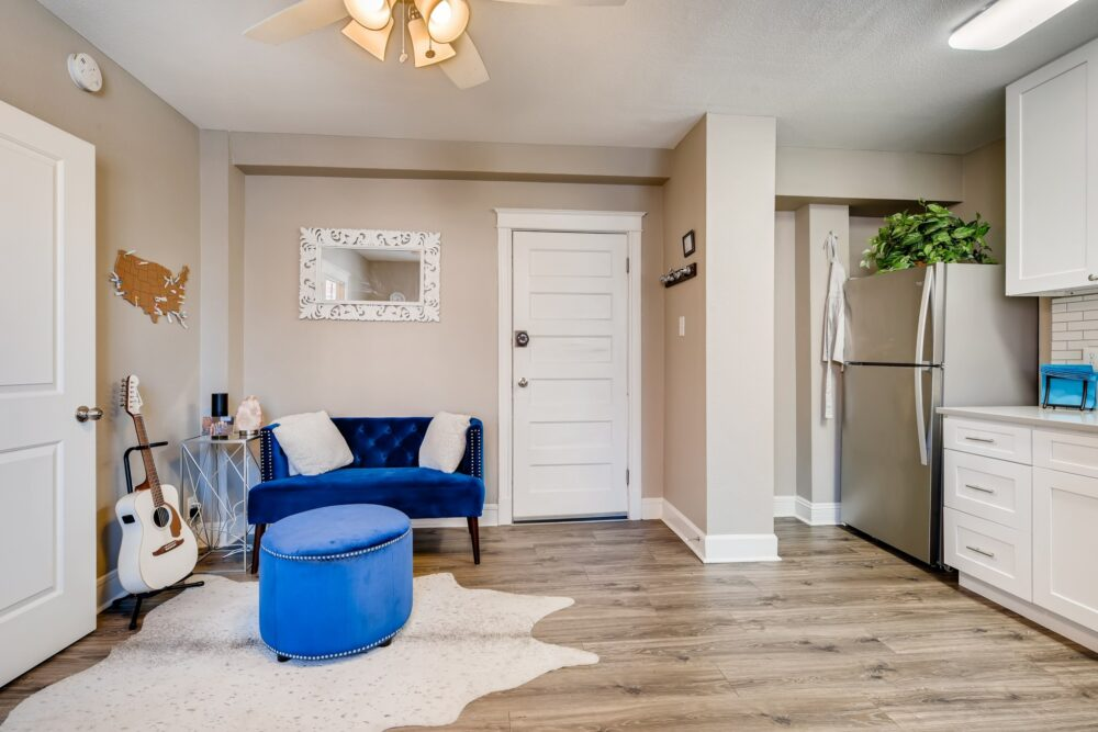 31 Living Room 1581012624344